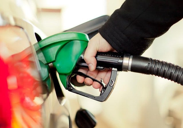 How to Fill Up a car gas tank in United States